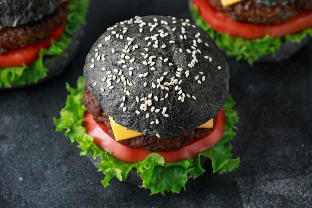 Hip – aber ungesund: Verbraucherschützer warnen vor schwarzen Lebensmitteln mit Aktivkohle