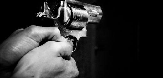 Forschung findet schlechte engagement von Eltern kann dazu führen, Pistole tragen in Jungen