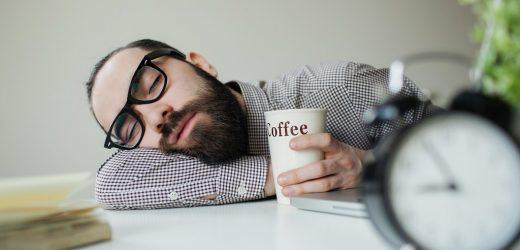Heftige Müdigkeit nach dem Essen kann auf eine Erkrankung hindeuten