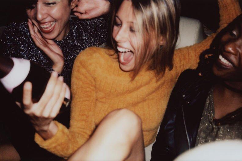 Alkohol Werbung beeinflussen Absichten zu intervenieren, in der sexuelle übergriffe Situationen