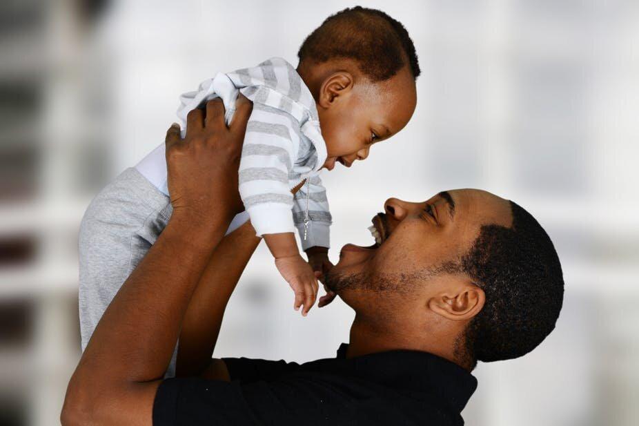 Väter müssen für sich selbst sorgen sowie Ihre Kinder—aber oft nicht