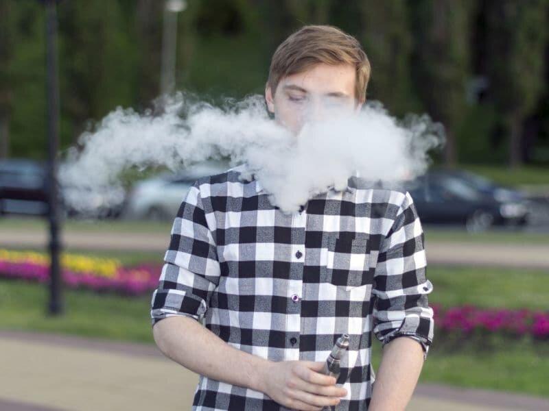 E-cig-Nutzung verdreifacht die Wahrscheinlichkeit, dass Jugendliche Rauchen Topf: Studie
