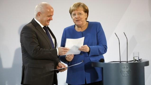 Merkel verleiht Kiefer den Integrationspreis