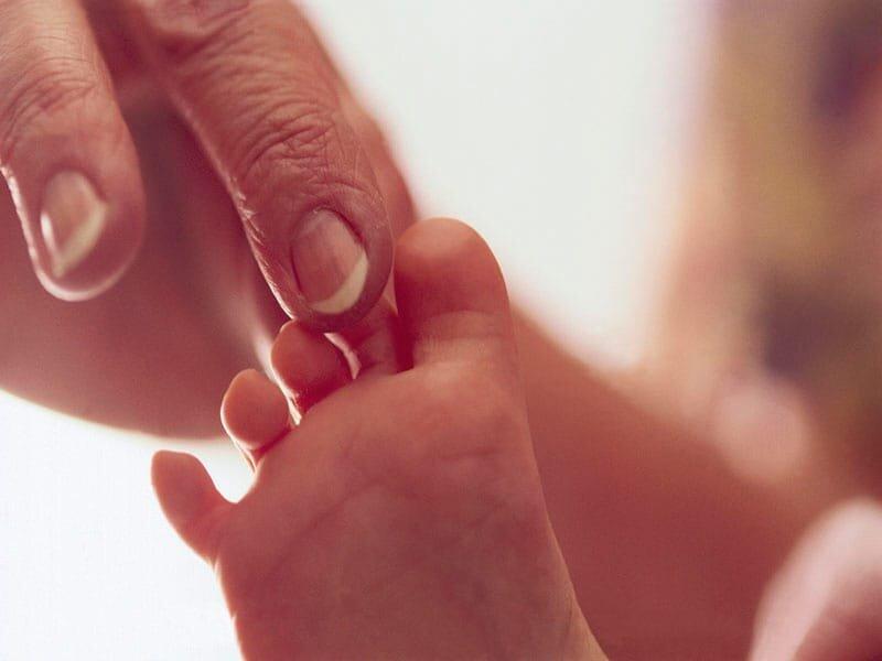 Geben Neugeborenen auf die Mutter sofort nach der Verschiebung der Elektroden