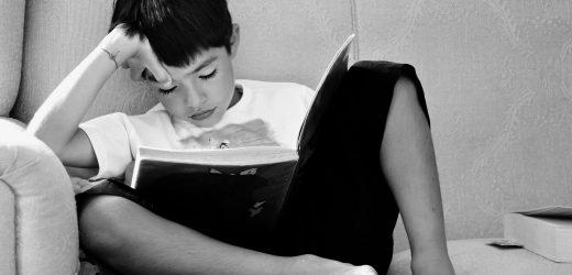 Junge Kinder und Kleinkinder zu Lesen, um von den Eltern ein stärkeres Wortschatz