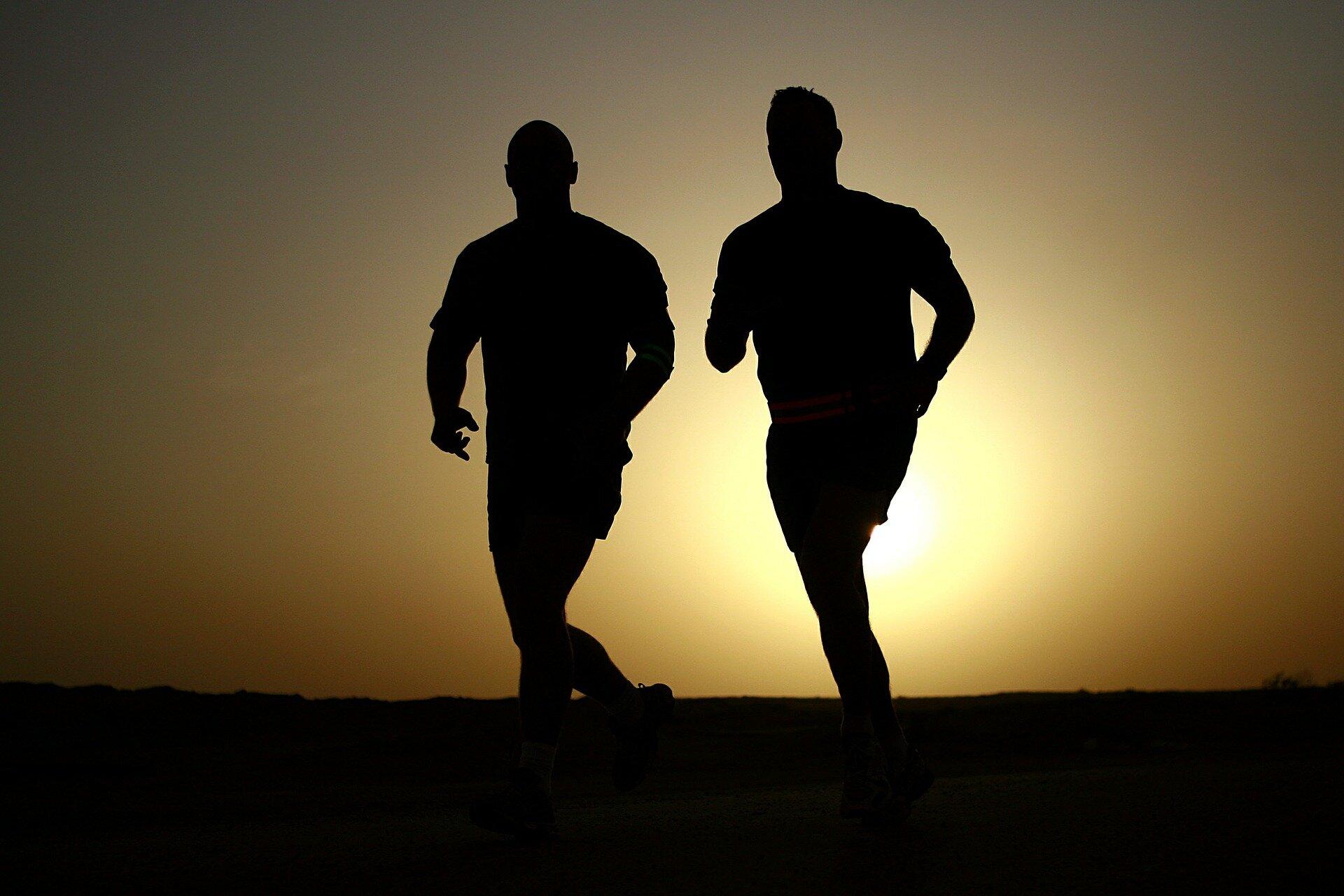 Männer, die anfällig für negative Emotionen sind körperlich weniger aktiv in der Freizeit