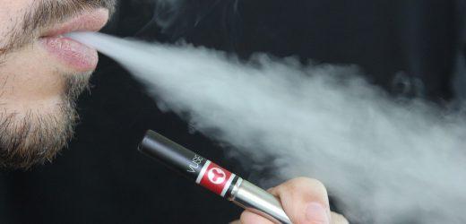 E-Zigarette Beeinflusser zu werden, gebannt von Instagram, Facebook