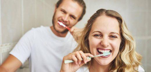 Wer drei Mal am Tag Zähne putzt, erkrankt seltener an bestimmten Herzkrankheiten