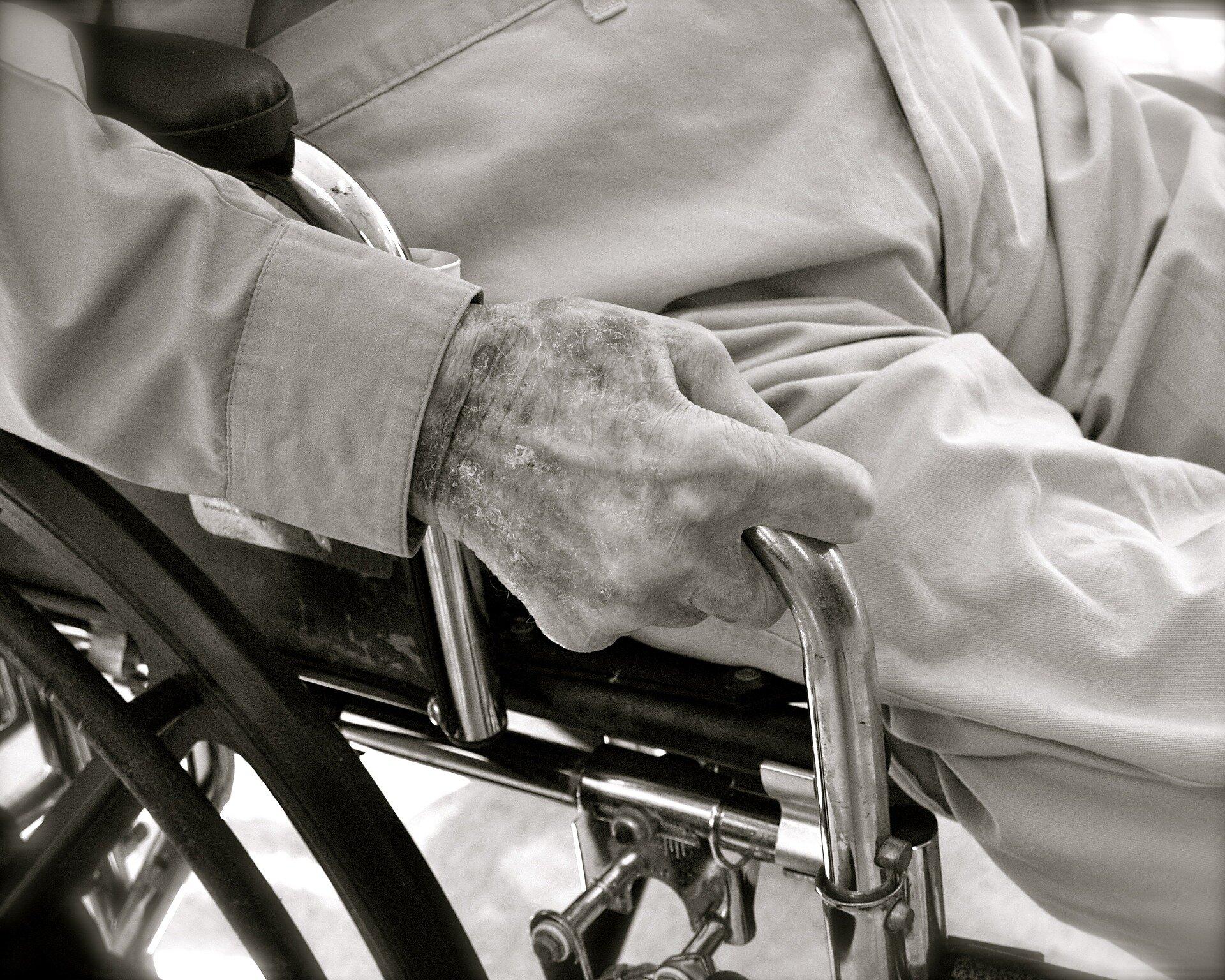 Hilfe mit Medikamenten reduziert Krankenhauseinweisungen bei älteren Patienten: Studie