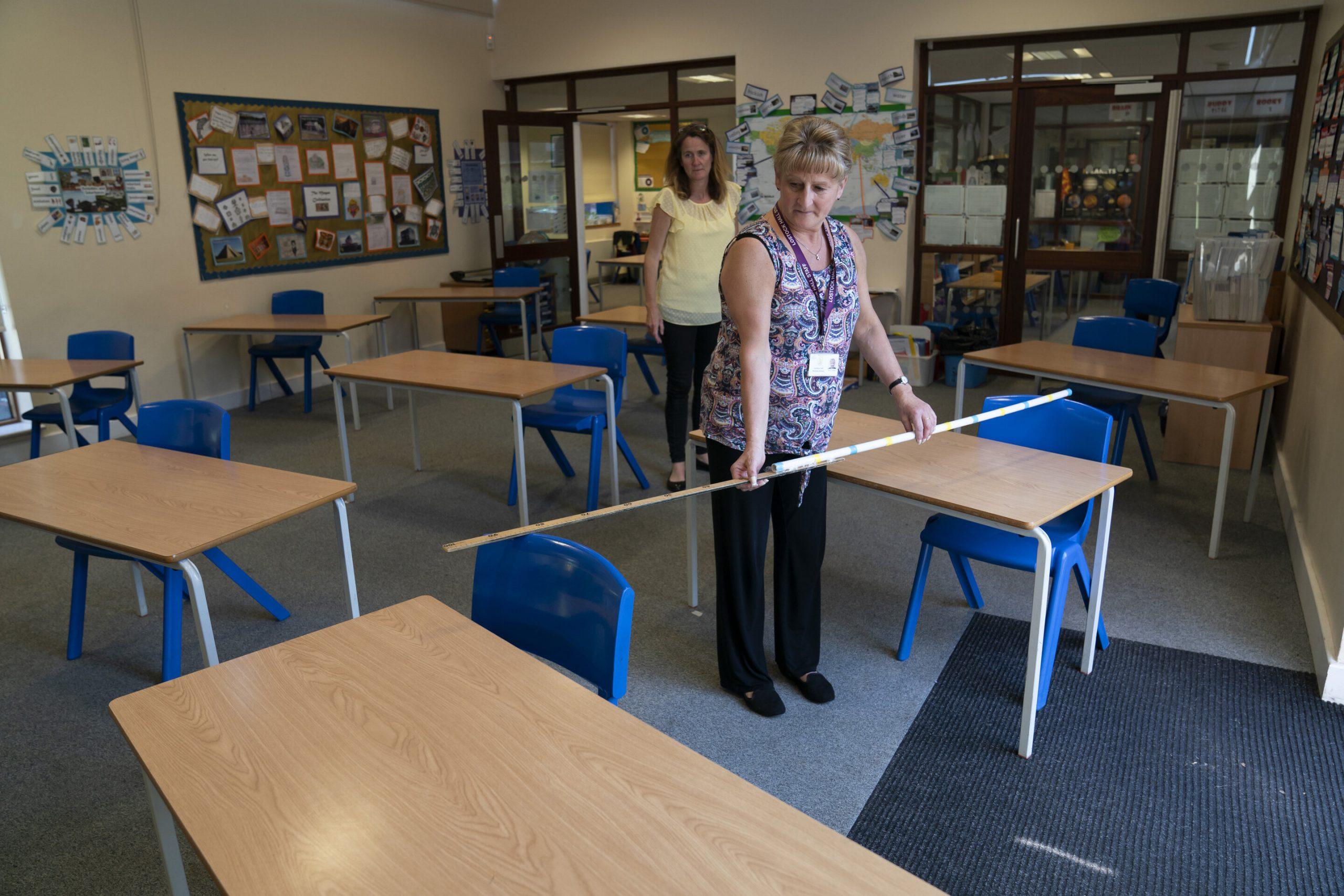 Großbritannien verteilt über die Wiedereröffnung der Schulen als virus einfache Regeln