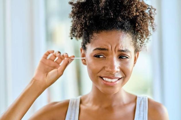 Ohrenwachs: Auf diese Weise solltest du nie deine Ohren reinigen