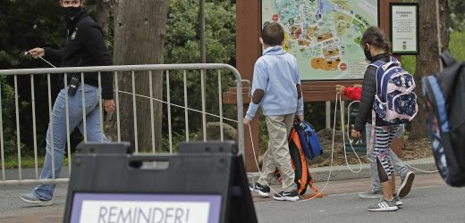 "UNS Debatten Schule Wiedereröffnung, warnt ""no return to normal'"